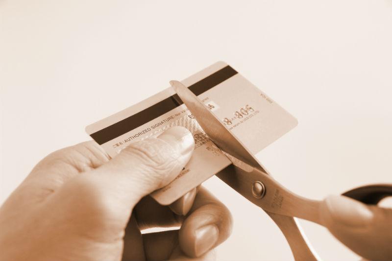 ちゃんと破棄してる?クレジットカードの捨て方には細心の注意を!3つの処分方法まとめ